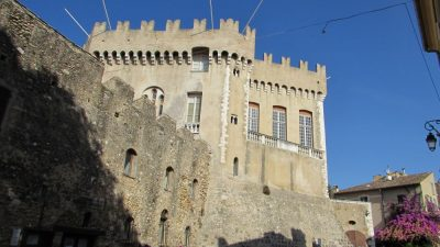Замок Гримальди в Кань-Сюр- Мер